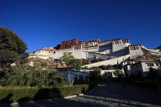 Free Potala Palace Royalty Free Stock Photo - 22707375
