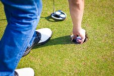 Free Person Holding Golf Ball Royalty Free Stock Photos - 22713488