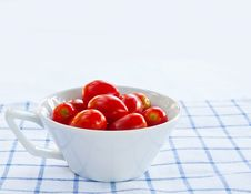 Free Cup Of Fresh Tomatoes Royalty Free Stock Photos - 22730548