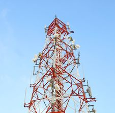Free Red And White Tower Of Communications Royalty Free Stock Photography - 22732097