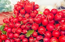 Free Farm Fresh Radishes On A Market Royalty Free Stock Images - 22757129