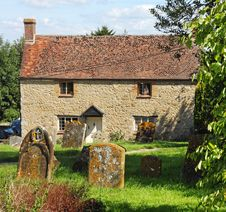Free Traditional English Village Cottage Stock Photography - 22761402