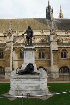 Statue Of Oliver Cromwell By House Of Parliament Royalty Free Stock Images