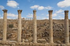 Free Five Columns Along The Roman Road In Jerash Royalty Free Stock Photo - 22787475