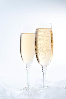 Free Two Glasses Of Champagne Royalty Free Stock Image - 22788186