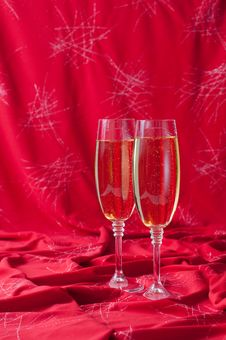 Free Two Glasses Of Champagne Royalty Free Stock Image - 22788206