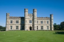 Free Portrait Of Leeds Castle Royalty Free Stock Photography - 22791437