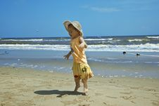 Free Child Wearing A Hat Royalty Free Stock Photography - 22802887