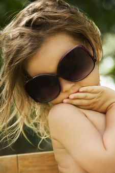 Free Girl Wears A Large Adult Sunglasses Royalty Free Stock Photo - 22802935