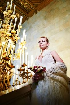 Free Elegant Bride In Interior Of Hotel Royalty Free Stock Image - 22811116