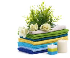 Free Spa Towels With White Roses Royalty Free Stock Photos - 22836938