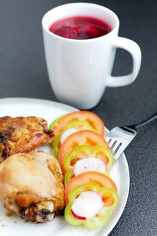 Fried Chicken Pieces And Vegetables Royalty Free Stock Photography