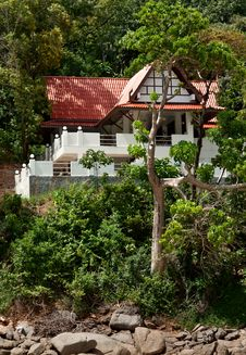 Free A Lone House In The Tropical Jungles Royalty Free Stock Image - 22961706