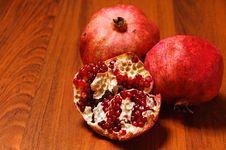 Free Ripe Pomegranates Royalty Free Stock Photography - 22962347