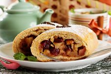 Free Homemade Apple Strudel Royalty Free Stock Image - 22965096