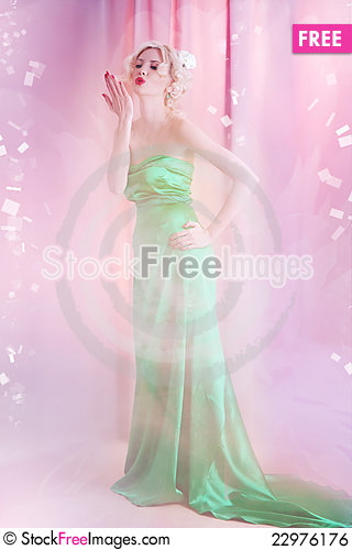 Free Young Blond Lady Posing Royalty Free Stock Image - 22976176