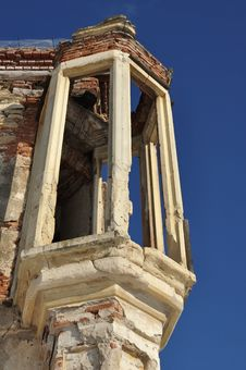 Free The Ruins Of Banffy Castle In Bontida, Romania Royalty Free Stock Photography - 22970757