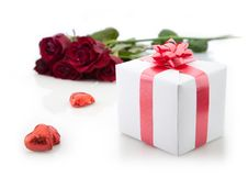 Free A Bouquet Of Roses And Gift On White Background. Stock Images - 22977034