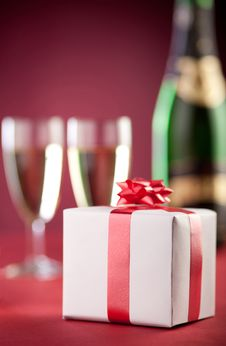 Free Romantic Gift Box And A Bottle Of Champagne. Royalty Free Stock Image - 22977076
