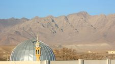 Free Mosque With A Mountain Range In The Background Royalty Free Stock Image - 22985696