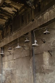 Free Rusty Warehouse Lamps Stock Photography - 22995902