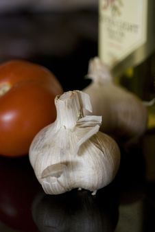 Free Garlic And Tomatoe Royalty Free Stock Images - 2301669
