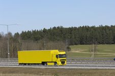 Free Yellow Trucking Concept Royalty Free Stock Image - 2303226