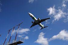 Free Plane Landing Royalty Free Stock Photography - 2303347