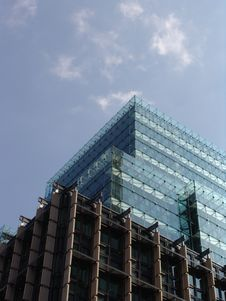 New Glass Office Tower Royalty Free Stock Photos