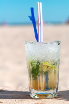 Free Mojito Cocktail On A Beach Stock Images - 2306584
