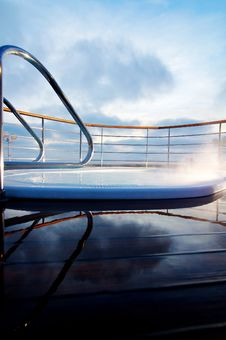 Free Relaxing Jacuzzi Overlooking Sky Royalty Free Stock Images - 23000699
