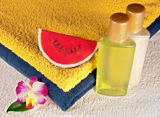 Free Soap, Shampoo, Shower Gel And Towels Royalty Free Stock Photography - 23005807