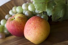 Fresh Apples With Grapes Royalty Free Stock Photos