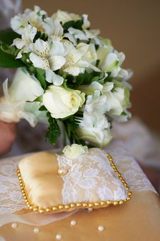 Free Bridal Bouquet And Pillow For Rings Stock Images - 23027774