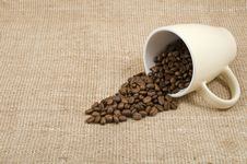 Free Grains Of Coffee Pour Out From A Mug Royalty Free Stock Images - 23034749