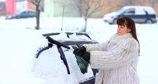 Free Woman Remove Snow Royalty Free Stock Image - 23039986