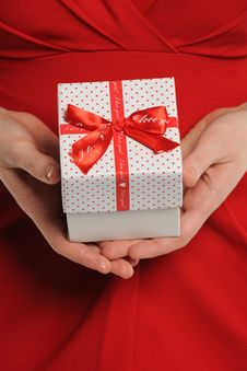 Woman Holding Gift Box With Ribbon Royalty Free Stock Photos