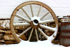 Free Antique Wagon Wheels In Snow Royalty Free Stock Images - 23074169