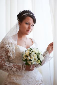 Free Happy Bride With Wedding Bouquet Royalty Free Stock Photos - 23086378