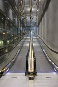 Free Corporate Escalator Royalty Free Stock Photos - 23092048