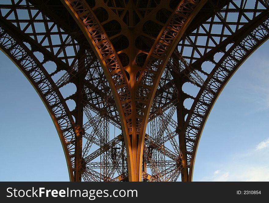 Eiffel Tower Ornate Leg