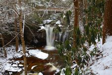 Free Waterfalls In The Mountains In Winter Stock Photography - 23102002
