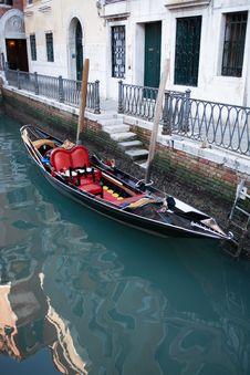 Free Venetian Gondola Royalty Free Stock Images - 23105549