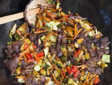 Free Mixing Vegetable In Wok Royalty Free Stock Images - 23109289