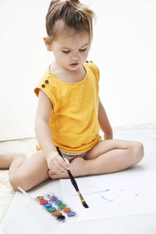 Free Girl Draws A Picture Paints Stock Photos - 23136053