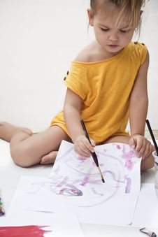Free Girl Draws A Picture Paints Stock Photos - 23136093