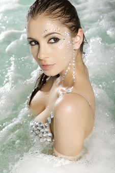 Free Beautiful Brunette In Swimmingpool Royalty Free Stock Photography - 23139267