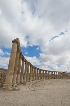 Free Column Around Oval Plaza At Jerash Stock Photo - 23150310