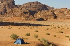 Free Lone Tent In The Wadi Rum Royalty Free Stock Photo - 23150435