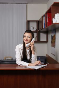 Free Smiling Businesswoman Talking On Phone And Writing Royalty Free Stock Photos - 23185128
